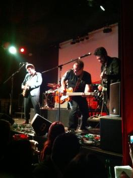 Un concierto frenético brindaron Los Tres en Querétaro