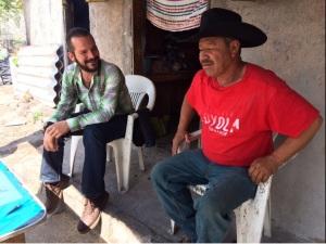 El nuevo presidente estatal del PRI, Juan José Ruiz en recorrido por comunidad